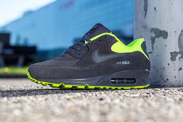 Nike_AirMax_Grey_Volt_01