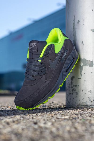 Nike_AirMax_Grey_Volt_02
