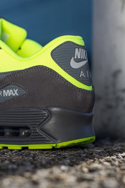 Nike_AirMax_Grey_Volt_03